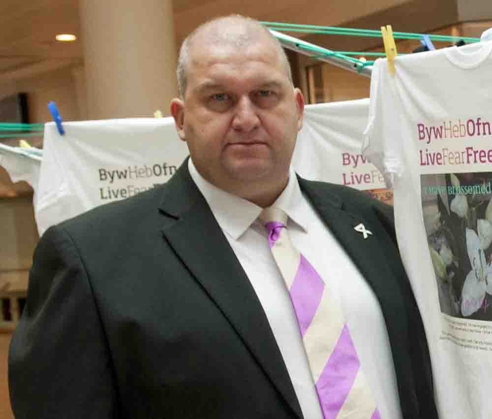 Legal challenge by Carl Sargeant's widow to be heard